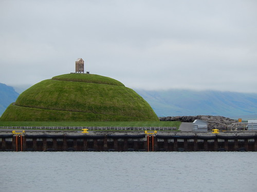 IJsland - Reykjavik -  heuvel in haven