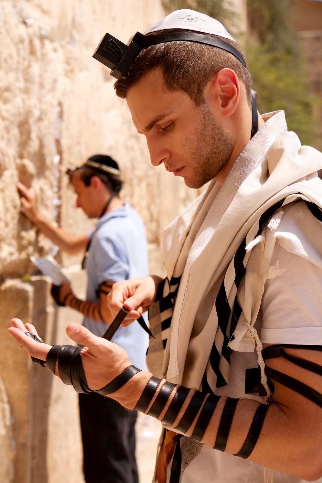 Jersusalem_Western Wall_Tefillin_2_Noam Chen_IMOT