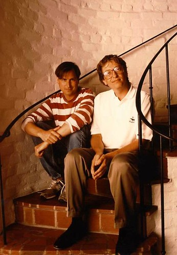Rare pic: Steve Jobs and Bill Gates together & relaxed via http://www.hollywoodlollipop.com/articles/view/186/page:34