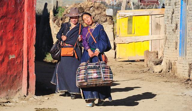 Yarchen Gar Ladies, Tibet 2013