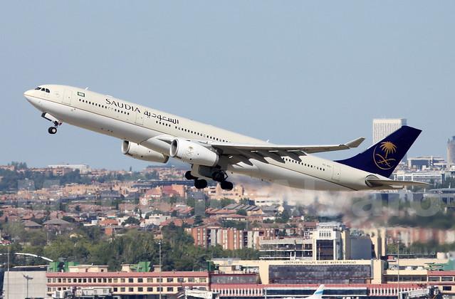 Airbus A330-343X (HZ-AQJ) 10.8.2014o