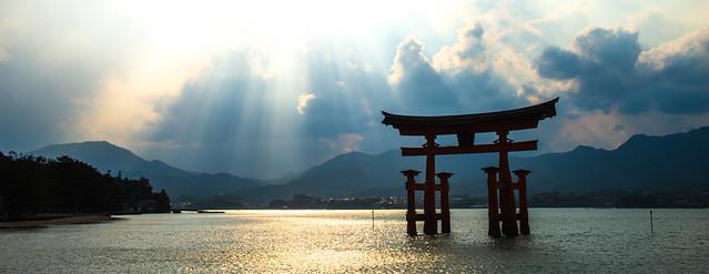 Itsukushima Shrine's (厳島神社) Torii Gate