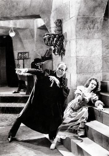 Lon Chaney and Mary Philbin in Phantom of the Opera (1925)