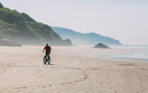 bike biking beach cannonbeach oregon sand landscape ocean pacificnorthwest pnw canoneos5dmarkiii canon135mmf2lusm depthoffield dof