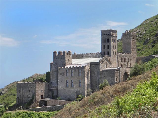 Le monastère de Sant Pere de Rodes (Espagne)