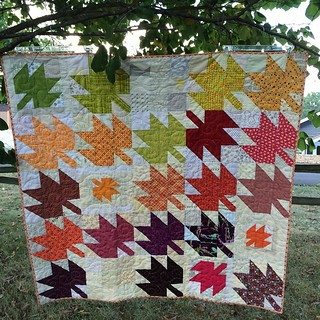 Forever Fall my Modern Maples quilt is up on the blog! Link in profile! #modernmaples #fallingformodernmaples #quilt #fall #autumn