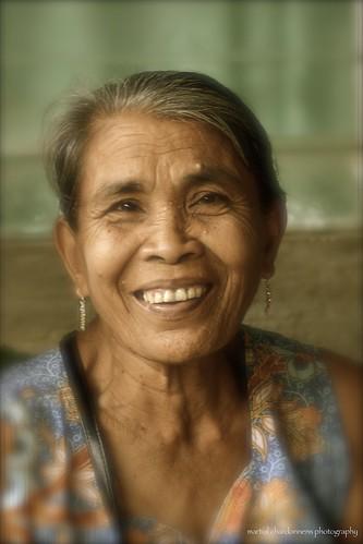 portrait lady philippines age dame marché romblon
