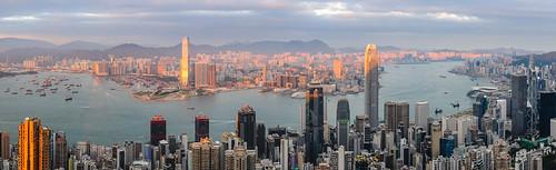 sunset wow hongkong harbour panoramas peak hong kong kowloon icc ifc goldenhour victoriaharbour hugin