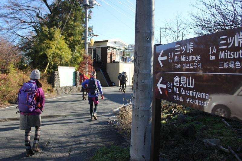 三つ峠の登山口を目指す