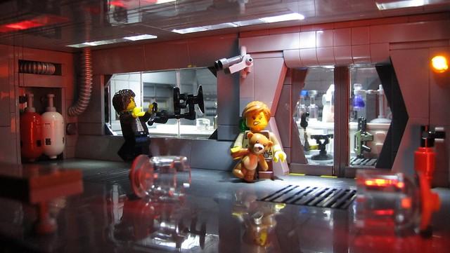 Ripley. Break the glass, break it!