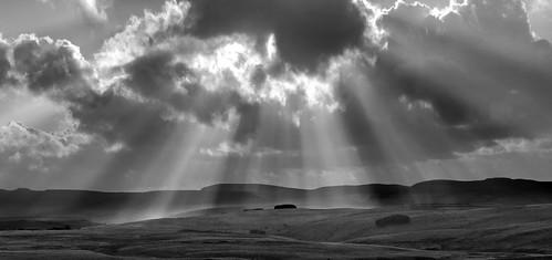 uk cloud sun mountain wales canon landscape eos nationalpark britain hill cardiff breconbeacons 5d brecon sunray wentloog stevegarrington