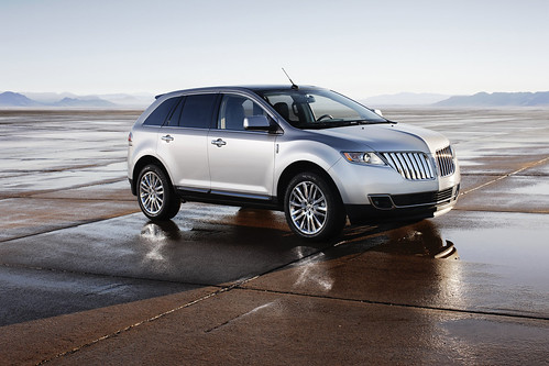 2011_Lincoln_MKX_10
