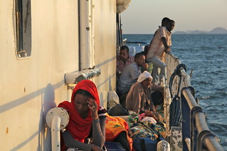 mujer en barco | by miquel.silvestre