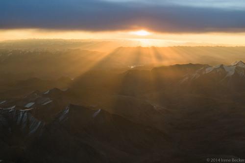 morning sunlight india mountain snow sunrise himalaya hilltop ladakh imagesofindia northindia ladakhi incredibleindia indianimages thehimalayanrange mountainpea irenebecker irenebeckereu