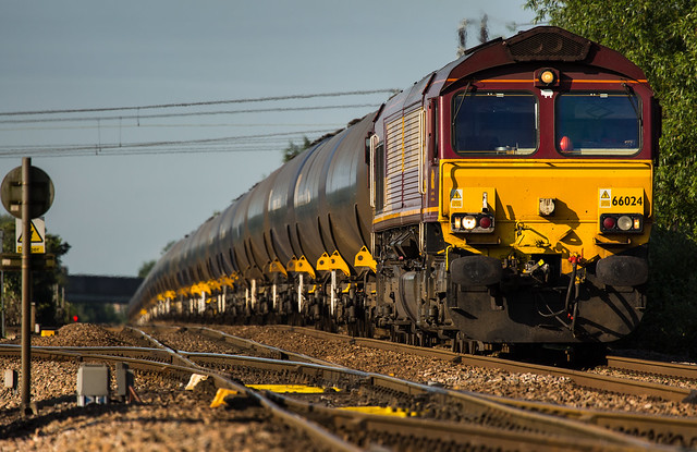 DB Class 66/0 no 66024 climbs the hill at Newark Flat Crossing on 21-06-2014 with a Kingsbury to Lindsey discharged oil tank train