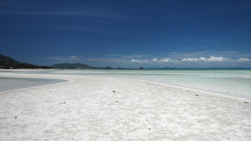 サムイ島ビーチ案内 バンマカーム-フォトジェニックな夏の穴場!誰もいない遠浅すぎる海