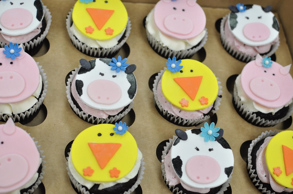Magnificent Farm Animal Birthday Cake Jenny Wenny Flickr Funny Birthday Cards Online Alyptdamsfinfo