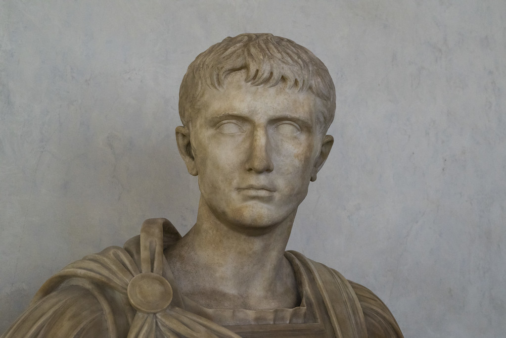 Античная статуя