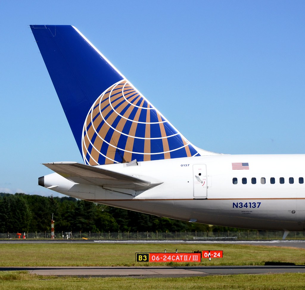 United Airlines Boeing 757-224 N34137 Tail | Mark McWalter