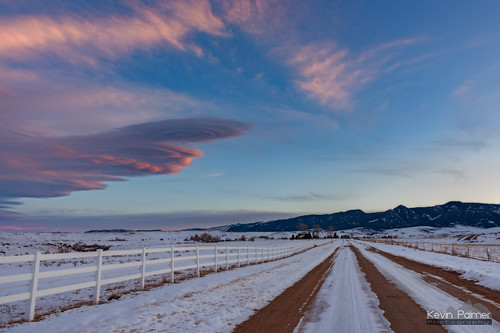 sheridan wyoming winter february evening snow snowy sunset clouds colorful orange pink beckton bighornmountains whitepicketfence dirt unpaved road lenticular tamron2470mmf28 blue sky nikond750 red
