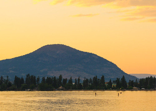 sunset lake canada mountains canon landscape britishcolumbia okanagan scenic watersports 70200 penticton skaha monopod paddlers 70d skyporn explorebc explorecanada