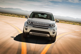 Land-Rover-Discovery-Sport-2014-28