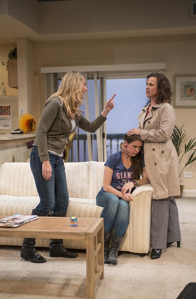 Lusia Strus (Becca), Leah Karpel (Lizzy), Lori Myers (Ali)