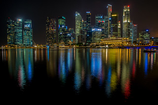 Singapore: Skyline at night // Skyline bei Nacht | by brongaeh