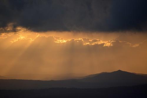 sunlight sunbeams sunset sunsetclouds sunlightthroughclouds sunlitclouds mountjoyce loganvalley gildeddistance queensland australia mountain tamborinemountain silhouettes stormclouds mounttamborine