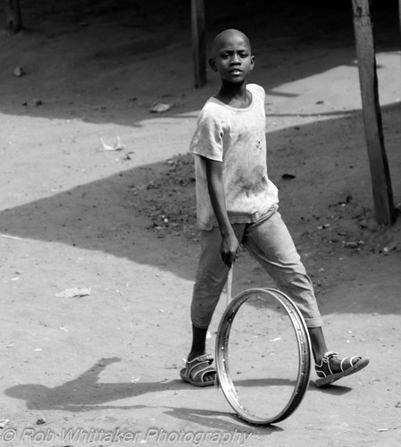 africa travel wheel niger canon child westafrica nigeria canoneos nigerian whittaker canoneos5d centralafrica canonphotography kidplaying oasisoverland africaportrait robertwhittaker africaoverland sazzoo robwhittaker robwhittakerphotography sazzoocom