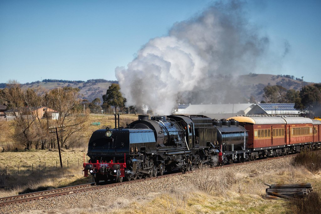 6029 Departing Bungendore by Trent
