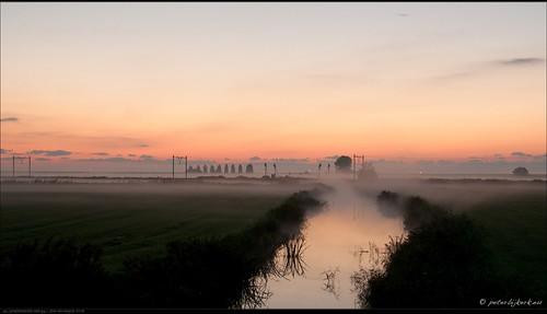mist fog sunrise nederland nl noordholland oudendijk zonsopkomst peterbijkerkeu