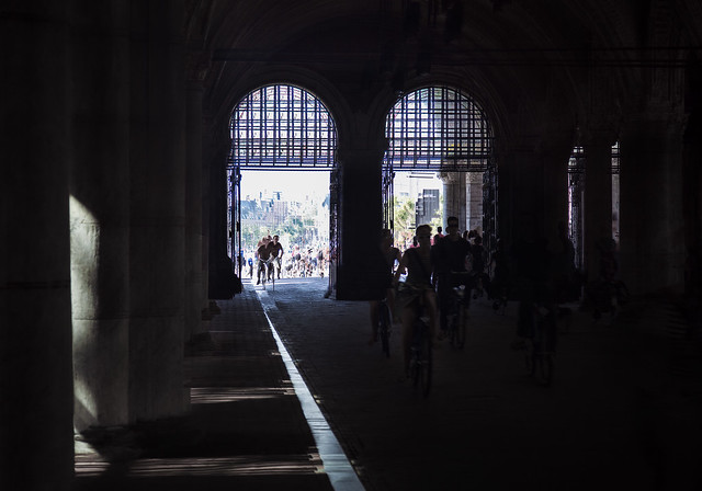 cyclists at the rijksmuseum