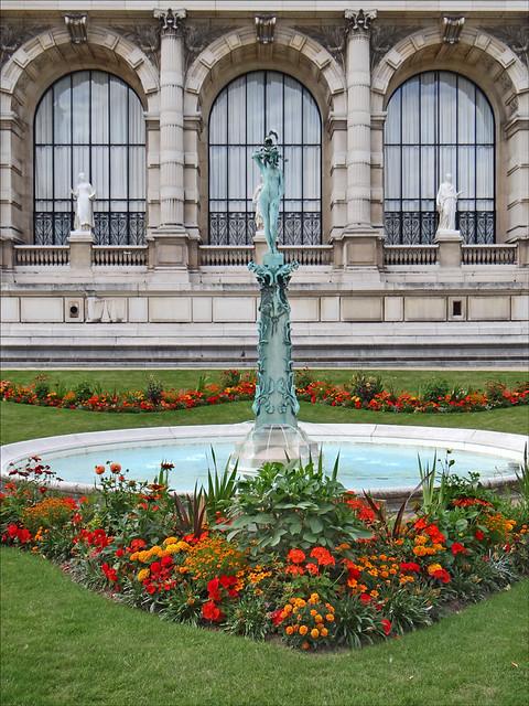 Le square du palais Galliera (Paris)