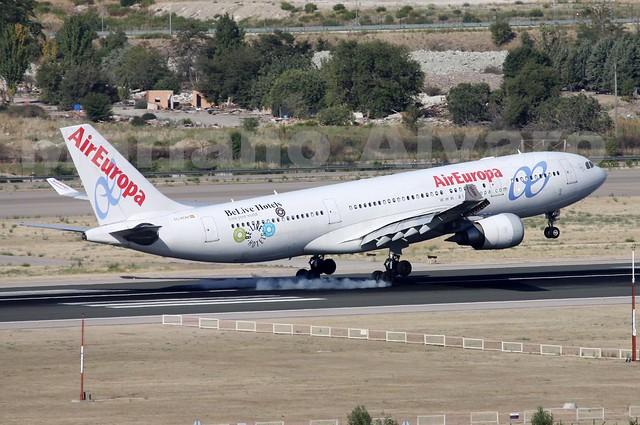 Airbus A330-202 (EC-KOM) 13.9.2014