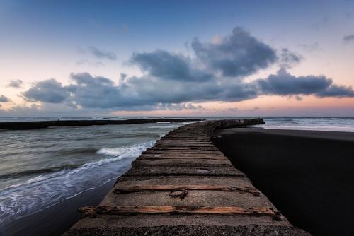 newzealand seascape clouds sunrise blacksand nopeople westcoast wanganui taranaki colourimage patea leefilters nikond800 manabay lee06gndhard phottixgeoone nikkor160350mmf40