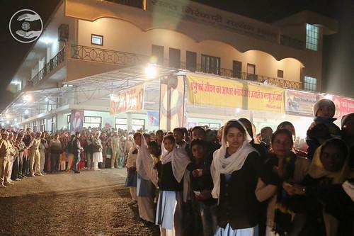 Devotees waiting at Sant Nirankari Satsang Bhawan, Dehradun