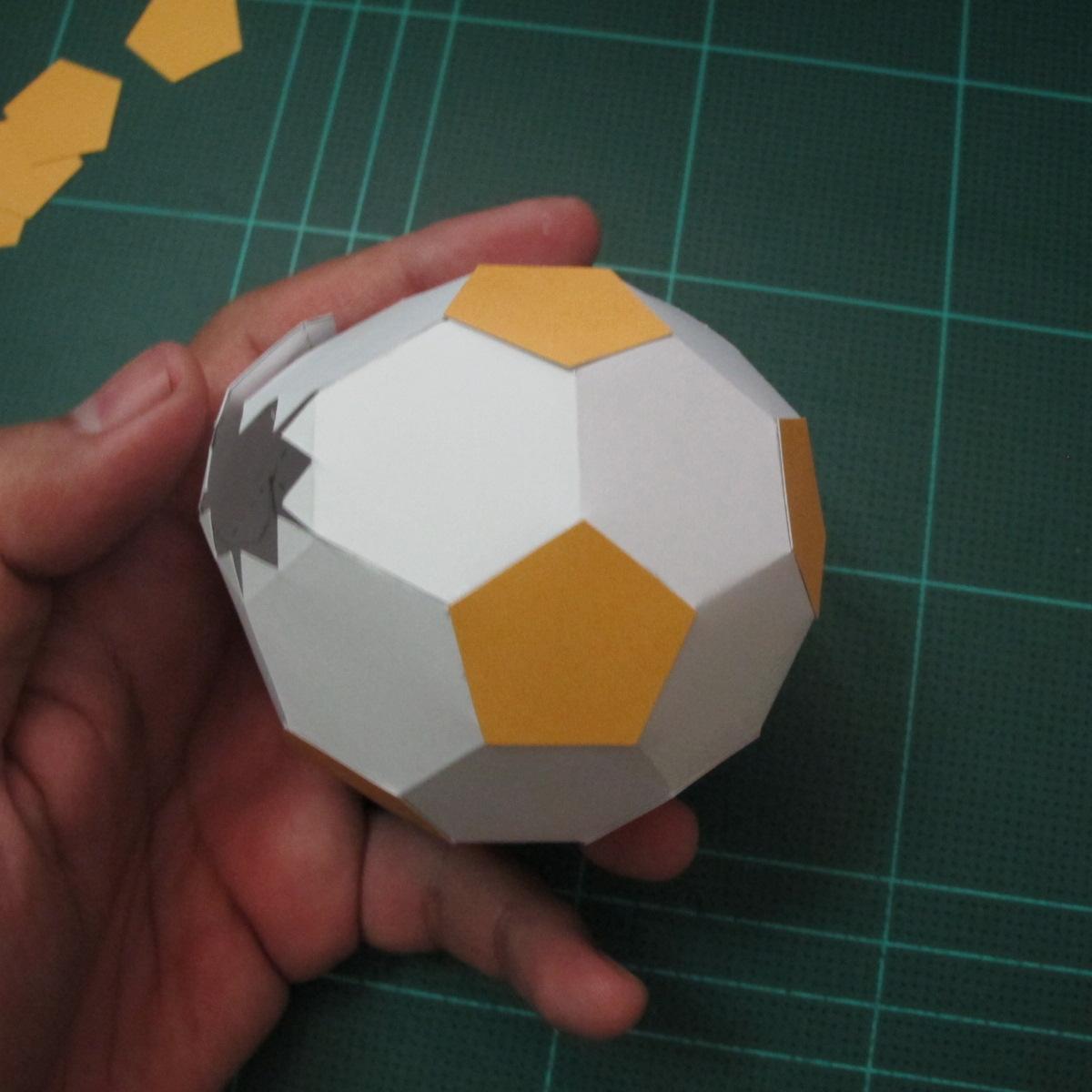 วิธีทำโมเดลกระดาษหมีบราวน์ชุดบอลโลก 2014 ทีมบราซิล (LINE Brown Bear in FIFA World Cup 2014 Brazil Jerseys Papercraft Model) 006