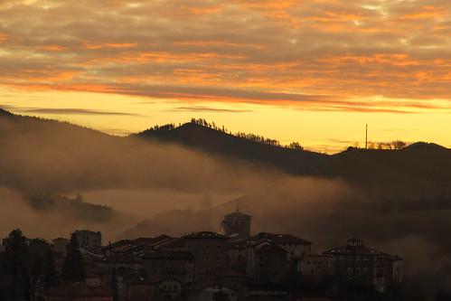 Un amanecer,un regalo(Artziniega,Basque country)