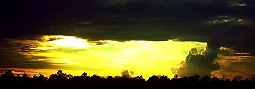 clodssunskyredartnaturefloridasunlightcloudytexturedbluered cloudskylightnaturefloridausaapplleiphone clodskynaturesunsunsetraysglowinggolden cloudcloudsserpentskycloudyskycrazysky