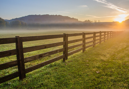ohio summer sun fog sunrise fence outdoors nelsonville hockingcollege unlimitedphotos kmsmith hockingrivervalley