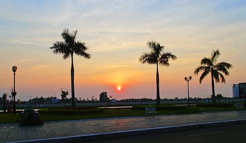 sunrise dawn riverside phnompenh