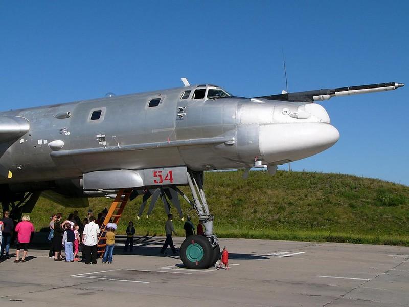 Tupolev Tu-95 katsoo Karhu 5