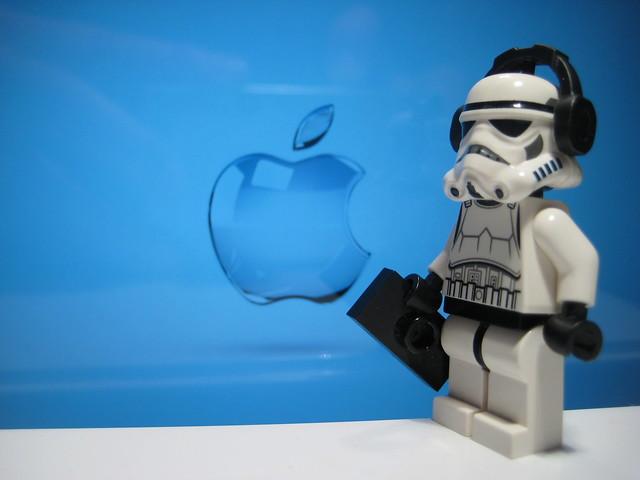 Stormtrooper loves Apple