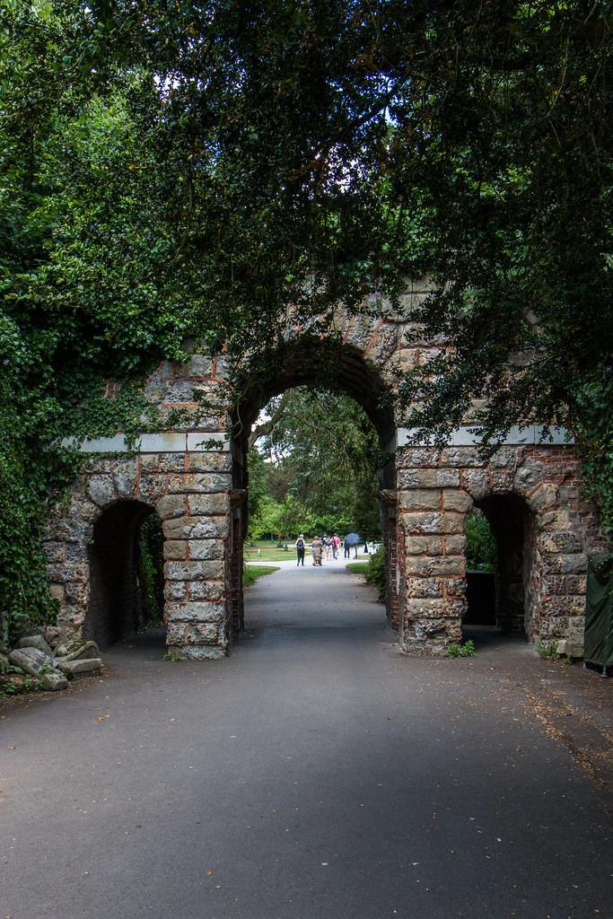 This arch was designed as a mock Roman ruin by Sir William Chambers and built in 1759-60.