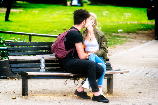 Man, Woman, Bench, Kiss