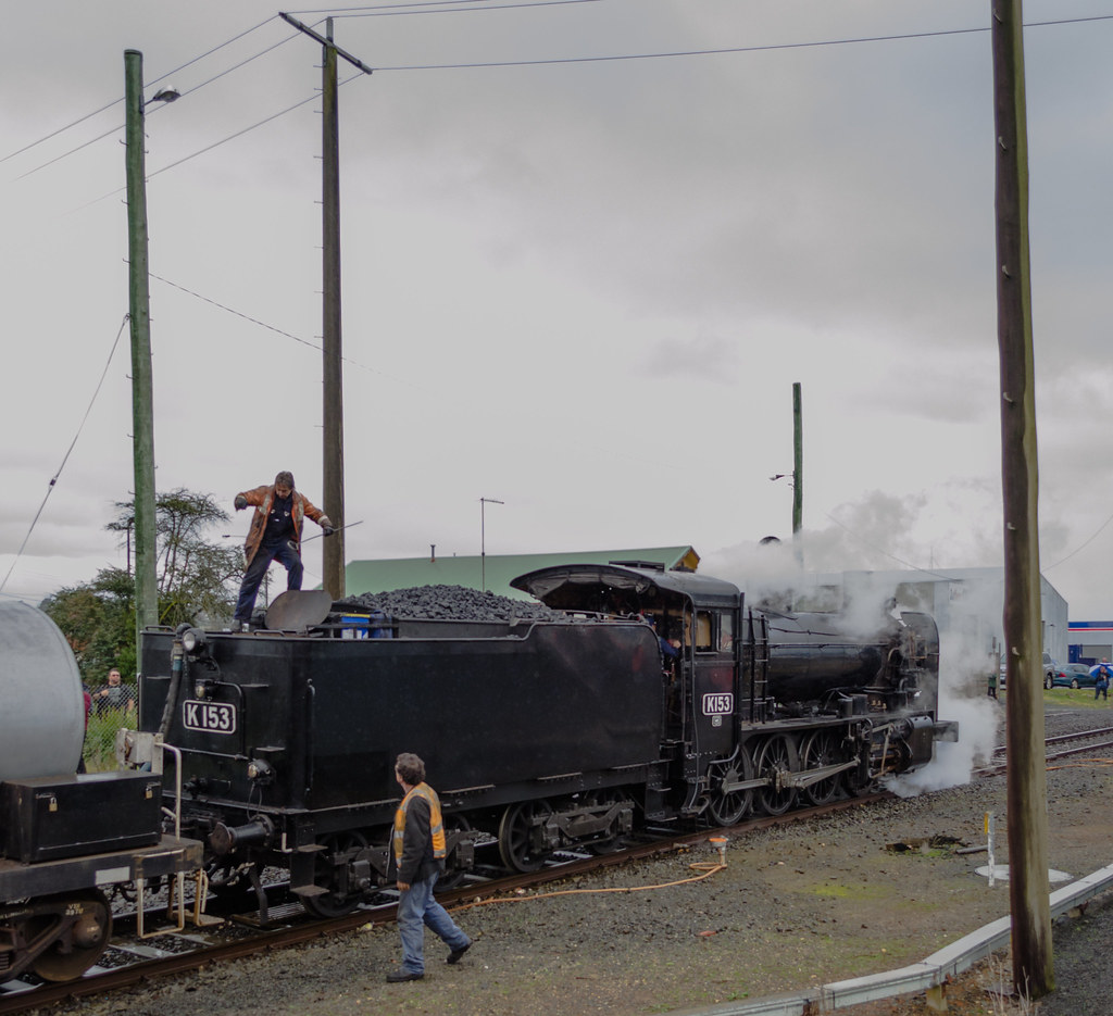 K153 getting water at Warragul by Simon Yeo