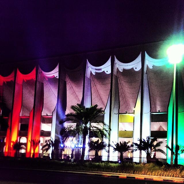 يعلن مجلس الامة عن افتتاح اول مسرح ديسكو بالكويت!  المينيمم چارج خمس دنانير للعزاب و طاولة العائلات بعشرة