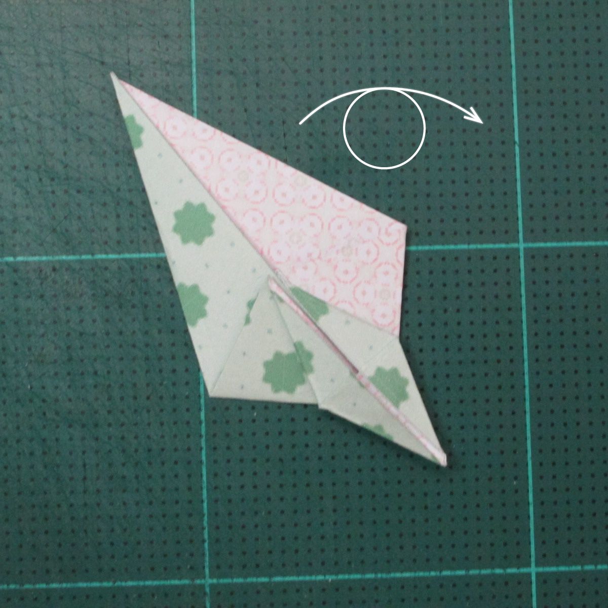 การพับกระดาษเป็นสัญลักษณ์ดาวแปดแฉกคู่ (Double Eight-Pointed Stars Origami) 006