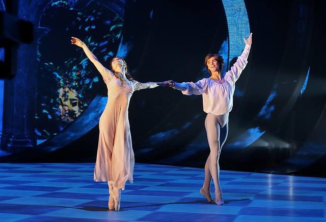 Anna Tikhomirova and Artem Ovcharenko – Bolshoi Ballet